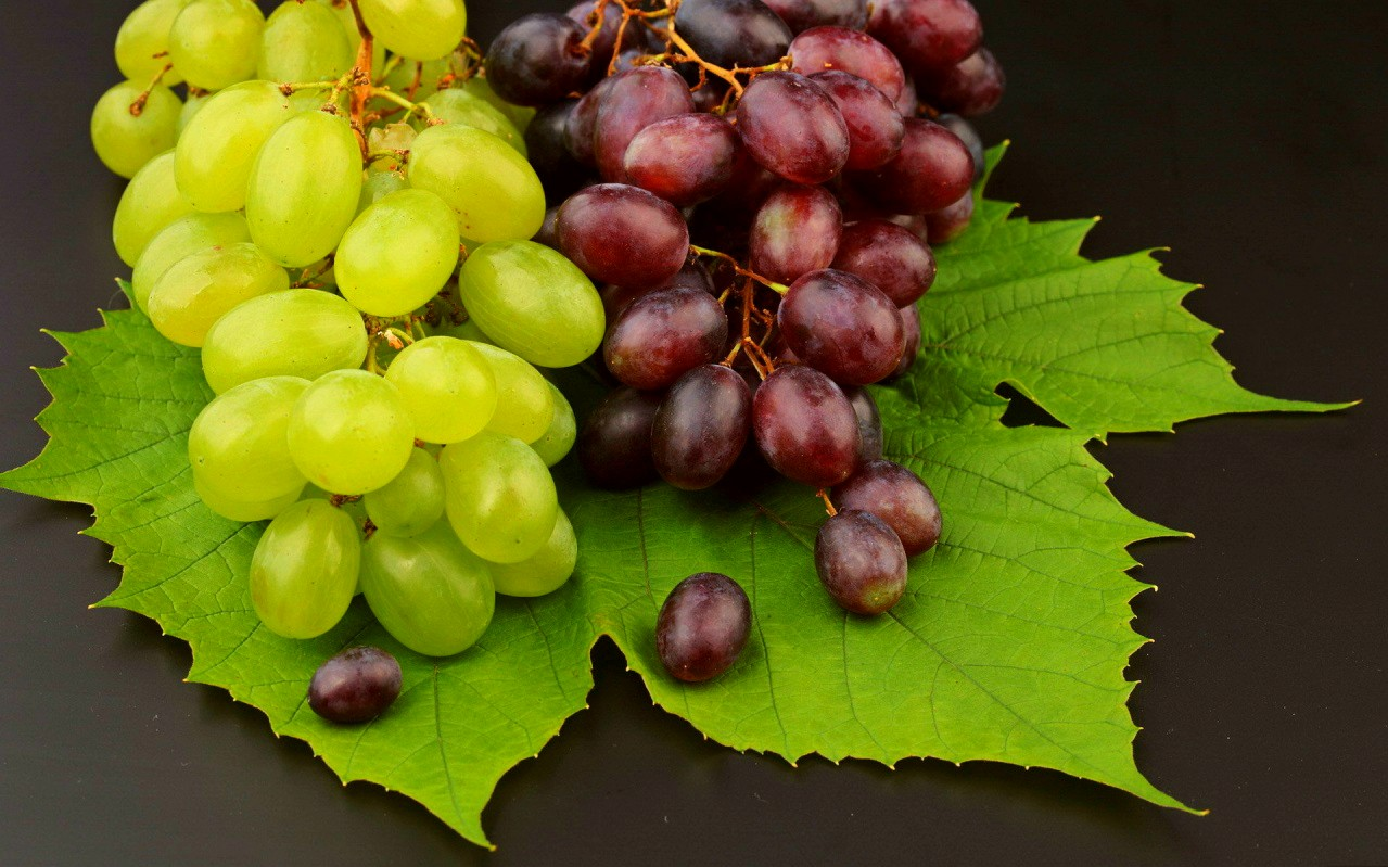 Grapes benefits for skin and hair